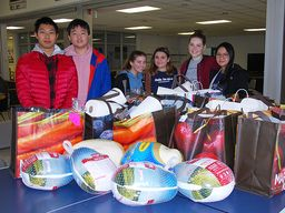 Sem student government delivers Thanksgiving to needy local families